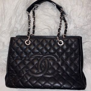 Black Chanel Purse 👛